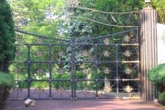 Contessa's Gates on Cliff Road